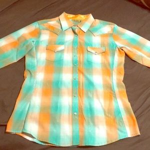 Wrangler button down shirt M